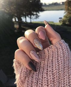 9 Trendy Fall Nails Art Designs Ideas To Look Autumnal and Charming – autumn nail art ideas , fall nail art, short nail art designs, autumn nail color… - New Pin Dark Nails, Matte Nails, My Nails, Fake Gel Nails, Almond Nail Art, Fall Almond Nails, Black Almond Nails, Fall Nail Art Designs, Nail Design