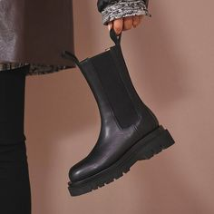 Block Heel Loafers, Block Heel Boots, Heeled Loafers, Block Heels, Look Fashion, Fashion Boots, Womens Fashion, Chelsea Boots Outfit, Outfits Mujer