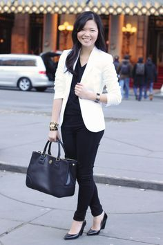 30 Professional Work Outfits Ideas with White Blazer That Look Classy - Femalinea White Blazer Outfits, Blazer And Shorts, Casual Outfits, Work Outfits, Nyc Fashion, Work Fashion, Fashion Trends, Fashion Inspiration, Winter Fashion