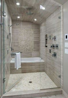 Shower connection room with a bath.