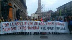 En #Extremadura quieren encarcelar a 18 personas x interrumpir #TVE xa reclamar #RentaBásica http://www.regiondigital.com/noticias/extremadura/244927-el-juicio-a-las-personas-que-interrumpieron-un-informativo-de-tve-en-merida-para-pedir-la-renta-basica-sera-en-el-tsjex.html#.ViaQ9pwnQN8.twitter…