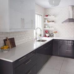 Cozinha no estilo Retrô, um charme a parte #decor #decora #decoracao #decorando #decoration #desing #detalhes #details #apartamento #apartamentopequeno #apartamentodecorado #cozinha #cozinhapequena #cozinhadecorada #cozinhaamericana #casanova #homedecoration #homedesign #inspiration #interiordesign