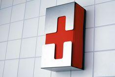 グッドルッキングなドイツの壁掛け救急箱 | roomie(ルーミー)