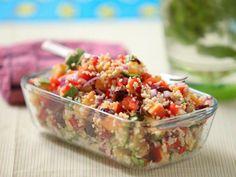 Finom, tápláló, tetejébe a megengedett határokon belül: kényeztessük magunkat egy csomó vagány kiegészítővel dúsított bulgur salátával! E heti receptü... Vegetarian Recipes, Cooking Recipes, Healthy Recipes, Healthy Food, 500 Calories, Low Calorie Recipes, Creative Food, Potato Salad, Paleo
