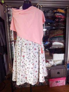 Schöne Style Idee für verregnete  Sommer. Einfach Poncho über dem Sommerkleid tragen. Nähen Sewing rainy days summerfashion