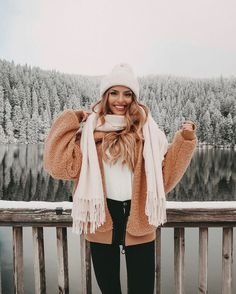 Cute Winter Coat Outfits For Inspiration This Season - Check out these 27 super cute winter coats for inspo this season!Check out these 27 super cute winter coats for inspo this season! Cute Winter Coats, Winter Coat Outfits, Cold Weather Outfits, Winter Coats Women, Winter Fashion Outfits, Autumn Winter Fashion, Fall Outfits, Snow Outfits For Women, Fall Coats