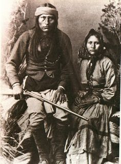 """Cochise, Chiricahua Apache, and His Wife. Cochise (or """"Cheis"""") was one of the most famous Apache leaders (along with Geronimo and Mangas Coloradas) to resist intrusions by Americans during the century. Native American Wisdom, Native American Pictures, Native American Beauty, American Indian Art, Native American Tribes, Native American History, American Indians, Inka, Old West"""