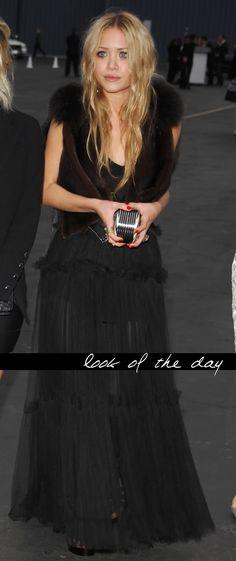 Mary-Kate Olsen throwback. #style #fashion #hairinspiration #blackdress #olsentwins