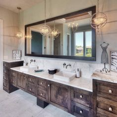 43 Most Amazing Rustic Bathroom Remodel Ideas – Diy Bathroom İdeas Rustic Master Bathroom, Rustic Bathroom Vanities, Modern Bathroom Decor, Small Bathroom, Bathroom Ideas, Bathroom Remodeling, Country Bathrooms, Bathroom Pictures, Bathroom Storage