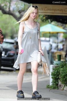 Elle Fanning spotted out in Los Angeles wearing Nike sneakers and a simple grey dress pictures Gray Dress, Dress Up, White Dress, Celebrity Pictures, Celebrity Style, Dakota And Elle Fanning, Young Fashion, Dress Picture, Sneakers Nike