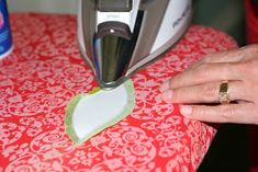 There are many different methods of applique and they're all good for different reasons. Today, I'm happy to share with you a quick tuto...