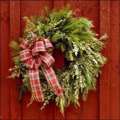 Christmas wreaths ideas fresh christmas wreaths evergreens ivy ribbon bow