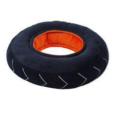 Racing Coussin pour enfant en forme de pneu D38cm Decoration, Pillows, Garage, Small Boy, Carpet, Bedrooms, Shape, Decor, Carport Garage
