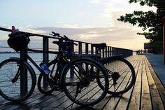 Conoce a Yerka la bicicleta que no se puede robar.    El uso de la bicicleta para movilizarse es una tendencia que crece.  Pero uno de los inconvenientes que reportaban los ciclistas era el tema de la seguridad. No podían parquear su bicicleta hasta ir a s u trabajo o a comer porque los amigos de lo ajeno hacían de las suyas con mucha facilidad.  Y claro que cortar la cadena o los seguros de manguera con la que dejaban las bicicletas en los parqueaderos es muy fácil.  Por esta razón un grupo…