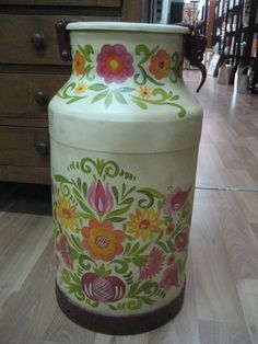 ampliar Painted Milk Cans, Old Milk Cans, Decoupage, Milk Churn, Galo, Shabby Chic Style, Tea Pots, Diy And Crafts, Projects To Try