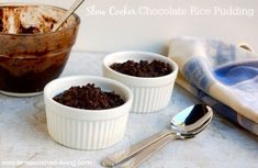 Slow Cooker Chocolate Rice Pudding, adapted from Nigella Lawson, has rich & creamy chocolate flavor: 199 calories, 10 Freestyle SmartPoints, 5 WW PointsPlus Ww Desserts, Weight Watchers Desserts, Healthy Dessert Recipes, Crock Pot Slow Cooker, Crock Pot Cooking, Slow Cooker Recipes, Healthy Low Calorie Meals, Low Calorie Recipes, Ww Recipes