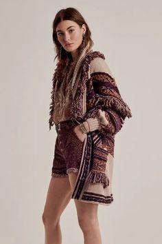 Vogue Paris, Vogue Fashion, Boho Fashion, Runway Fashion, Latest Fashion Trends, Fashion News, Fashion Brands, Street Style Trends, Milan Fashion Weeks