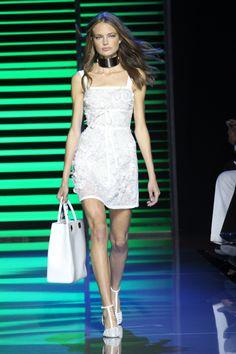 O verão 2016 fluido e sexy de Elie Saab - Vogue | Desfiles