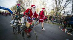 15. Dezember, #Frankreich: #Läufer beim traditionellen #Nikolaus-Rennen in Issy-Les-Moulinaux haben sich als Nikoläuse verkleidet. (Foto: dpa)