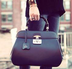 Pin for Later: 50 Fotos von It-Bags, die zur Ohnmacht führen könnten Gucci Gucci Purses, Gucci Handbags, Gucci Bags, Fashion Handbags, Purses And Handbags, Fashion Bags, Leather Handbags, Designer Handbags, Replica Handbags