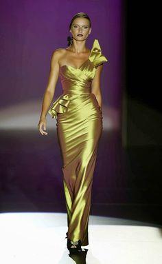 Hannibal Laguna SS 2013 - Mercedes-Benz Fashion Week in Madrid Vestidos Fashion, Fashion Dresses, Beautiful Gowns, Beautiful Outfits, Fashion Week, High Fashion, Petite Fashion, French Fashion, Fashion Tips