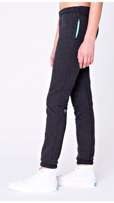Naturally breathable cotton fleece fabric makes these sweatpants perfect for warm up and cool down.   Supernova Sweatpant