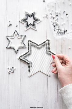 Ironing stars for Christmas fast tinker yourself - Basteln - Schmuck Perler Bead Designs, Hama Beads Design, Diy Perler Beads, Hama Beads Patterns, Perler Bead Art, Beading Patterns, Bead Crafts, Diy And Crafts, Christmas Perler Beads