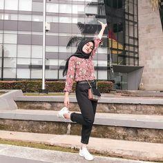 Modern Hijab Fashion, Street Hijab Fashion, Muslim Fashion, Korean Fashion, Fashion Outfits, Casual Hijab Outfit, Ootd Hijab, Hijab Chic, Hijab Hipster