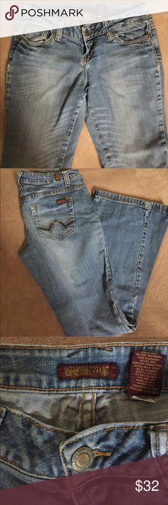 "Blue Jeans Blue Jeans   Size 5.                                           Waist--16"".     Inseam--8"".      Length--38"".       Flair Width--10"".          In Great Shape. ZD Jeans Flare & Wide Leg"