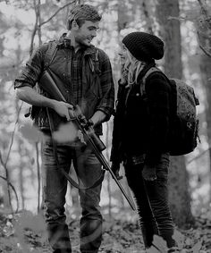 Evan (Alex Roe) and Cassie (Chloë Grace Mortez) The Fifth Wave Book, The 5th Wave, Movies Showing, Movies And Tv Shows, Dont Want To Lose You, The Way He Looks, Day Of My Life, Book Aesthetic, Book Fandoms