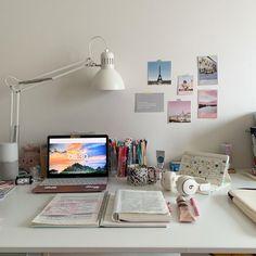Desk Inspo, Workspace Inspiration, Study Inspiration, Study Room Decor, Bedroom Decor For Teen Girls, Study Desk, Desk Setup, Desk Space, Desk Organization