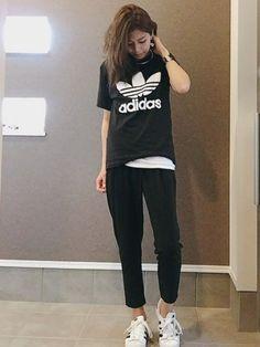 adidasのTシャツ・カットソー「【adicolor】オリジナルス ロゴTシャツ [ORIG TREFOIL TEE]」を使ったsayakaのコーディネートです。WEARはモデル・俳優・ショップスタッフなどの着こなしをチェックできるファッションコーディネートサイトです。