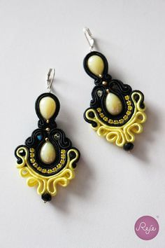 Soutache jewelry, chandelier earrings, soutache earrings, black and yellow, handmade in Italy. https://www.etsy.com/it/shop/Rejesoutache?ref=hdr_shop_menu FACEBOOK: https://www.facebook.com/rejegioielliinsoutache/