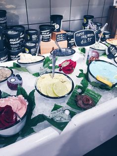 Last year, the world's biggest lush shop opened on Oxford Street in London. Lush Oxford Street, Lush Aesthetic, Lush Shop, Best Lush Products, Brand Book, World's Biggest, Cosmetology, Lush Fun, Soap