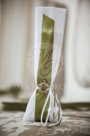 Μπομπονιέρα γάμου τούλινη με λαδί κορδέλα και στεφανάκι