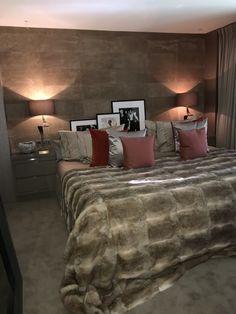 hanglampen en behang slaapkamer achterwand