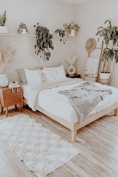 Room Ideas Bedroom, Home Decor Bedroom, Bedroom Inspo, Bright Bedroom Ideas, Bedroom Decor Natural, Wood Room Ideas, Teen Bedroom Inspiration, Cheap Bedroom Ideas, Classic Bedroom Decor