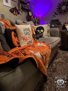 My Haunted House: 2019 Edition – Halloween Head Halloween Date, Casa Halloween, Halloween Movie Night, Halloween Prop, Halloween Witches, Halloween Haunted Houses, Happy Halloween, Halloween Costumes, Halloween Room Decor