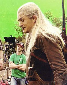 Orlando Bloom being adorable on the set of The Hobbit (: Love you, Orlando!