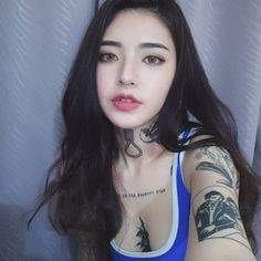 A tough-looking girl with a soft heart gets to be the eighth member of the BTS. Tattoo Girls, Girl Tattoos, Ulzzang Korean Girl, Cute Korean Girl, Aesthetic People, Aesthetic Girl, Sexy Tattoos, Body Art Tattoos, Chica Cool