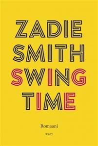 Zadie Smithin kunnianhimoinen, runsas romaani Swing Time vie lukijaa monikulttuurisesta Lontoosta rujonkauniiseen Afrikkaan.Kaksi maitosuklaan väristä tyttöä haaveilee tulevansa tanssijaksi, mutta vain toisella, Traceylla, on siihen lahjoja. Köyhyyden kierre ei vain katkea; lyhyen tanssijanuran jälkeen vuokrakasarmit sulkevat Traceyn taas sisäänsä. Nimettömäksi jäävällä kertojalla on ideoita, sosiaalista omaatuntoa ja vapaus lähteä. Monirotuisen Lontoon svengaavasta ilmapiiristä hän siirtyy…
