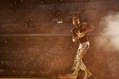 Uno stadio pieno, un'energia enorme per la prima delle tre date milanesi di Jovanotti a San Siro. Ecco alcune bellissime foto dal concerto, firmate da Starfooker.
