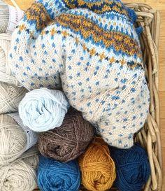 Rydding i kurven #ull #finull #loppa #ufo alt for lite #strikketid #knittersofinstagram #koftestrikk #sjølvsagtstrikk