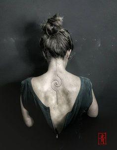 40 No-Ordinary Linie Tattoo Designs - Tattoo ideen Dna Tattoo, Spiral Tattoos, Tattoo Trend, Back Tattoo, Piercing Tattoo, Piercings, Line Tattoo Arm, Tattoo Neck, Temp Tattoo