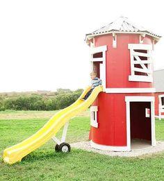 He encontrado este interesante anuncio de Etsy en https://www.etsy.com/es/listing/240224920/the-silo-playhouse