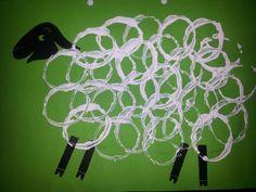 Schaap stempelen met wc-rol #knutselen. Toilet roll sheep stamp #crafts