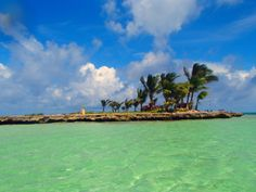 Isla San Andres, Colombia. Fishing Villages, Latin America, Archipelago, My Happy Place, Places To Travel, Dolores Park, Landscaping, Coast, Heaven