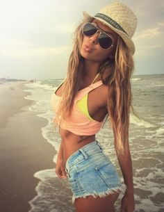 cute outfit at beach, long blonde hair Hippie Style, Fotos Teen, Make Girl, Hotpants Jeans, Cutoffs, Looks Pinterest, Looks Style, My Style, Surf Style