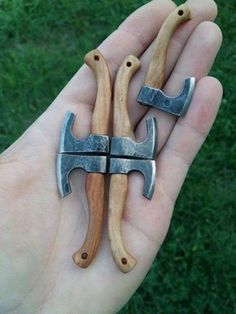If metal and wood can be adorable than this is surely it! Cool Knives, Knives And Tools, Knives And Swords, Blacksmith Projects, Scrap Metal Art, Metal Projects, Knife Making, Dremel, Blacksmithing
