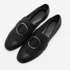 CIRCULAR BUCKLE LOAFERS